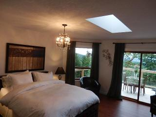 Armand Heights Bed and Breakfast    Arbutus room - Gulf Islands vacation rentals