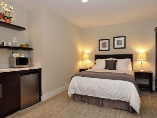 DuPont Circle-Adams Morgan Studio-Kitchenette, Parking, Metro 3 blks - District of Columbia vacation rentals