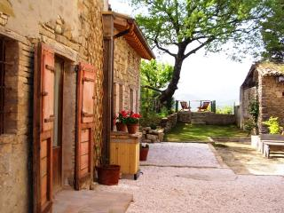 Charming stone cottage with pool & wonderful views - Pievebovigliana vacation rentals