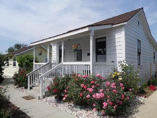 HISTORIC 1880 GUEST COTTAGE -1.5 MILES TO DISNEY - Orange County vacation rentals