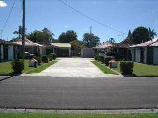 NOVOVILLA MAROOCHYDORE - Attractive Affordable. - Yandina vacation rentals