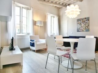 Edgar: your  ideal place in town - Lucca vacation rentals