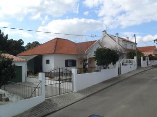 Villa near Lisbon and Caparica in a calm zone. - Almada vacation rentals