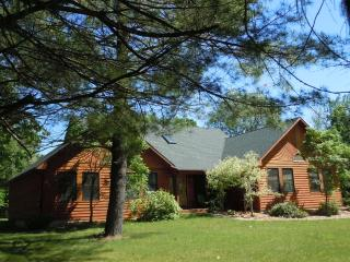 NORTHSIDE HIDEAWAY 1 block from Lake Michigan! - South Haven vacation rentals