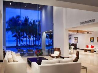 Beachfront Casa Del Mar- intimate pool- alfresco shower & entertainment room - Playa Hermosa vacation rentals