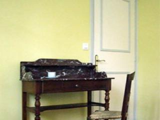 Vineyard Suites: 1BR apts at Chateau des Sablons - Centre vacation rentals