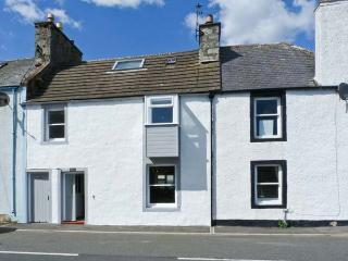 DUCKET COTTAGE, open fire, pets welcome, close to the coast, two en-suites, in Wigtown, Ref. 26248 - Kirkcudbright vacation rentals