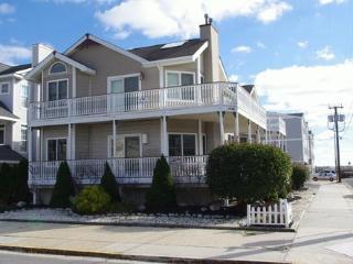 1645 Wesley Ave 2nd Floor 11315 - Marmora vacation rentals