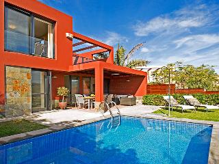 Holiday villa with private pool in Salobre Golf Resort - Grand Canary vacation rentals