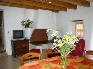 maison de charme en pierres de pays entre mer et montagne - Peux-et-Couffouleux vacation rentals