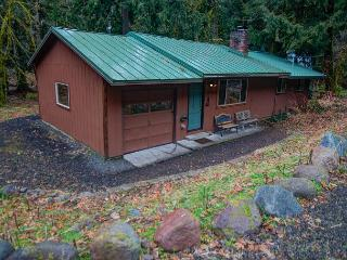 Henry Creek Haven - 15% OFF Through NOV 1st - Hot Tub - wifi - Rhododendron vacation rentals