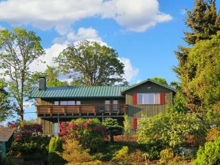 Adamsview-2: Gorge/Mt Views, InTown, Garage, Quiet - Hood River vacation rentals