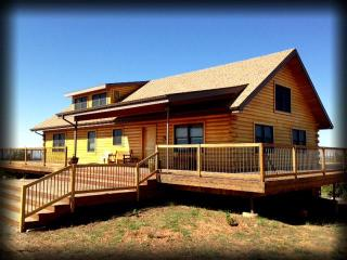 The Mustang Mesa Cabin! 3BR - Quiet & Majestic! - Monticello vacation rentals