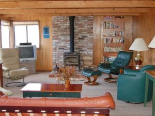 Rainy Day - 4 BR + Children's Room, Sleeps 9 - Cloverdale vacation rentals