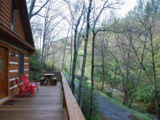 Chasing Rainbows-Creekside_ Hot tub_ Wood Burning Fireplace_ Log Cabin_ Pet Friendly_ - Fleetwood vacation rentals