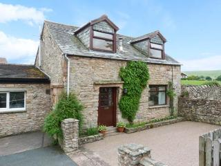 MEWS COTTAGE, cosy cottage with open fire, walled garden, close Ullswater in Pooley Bridge Ref 25680 - Penrith vacation rentals