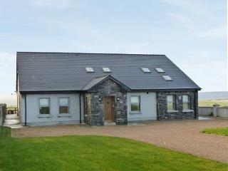 CNOC SUAIN, luxury detached cottage, open fire, en-suite bedrooms, stunning views, near Belmullet, Ref 26320 - Belmullet vacation rentals