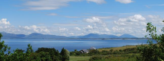 View of Clew Bay from front of house - Cosy home nestled within scenic Clew Bay, Westport - Westport - rentals