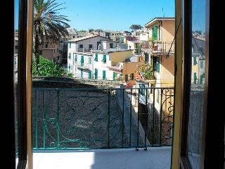 Giulia Guelfi Affittacamere Corniglia - Cinque Terre vacation rentals
