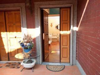 Cozy Apartment free Wi-Fi Near Ancient Appian Way - Rome vacation rentals