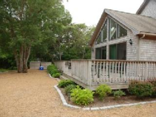 Lovely landscapedproperty - Sunny, open, contemporary Edgartown home walking distance to town - Edgartown - rentals