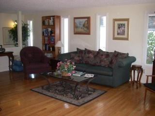 Downtown Hood River 2BR/1B House Upper Unit - Hood River vacation rentals