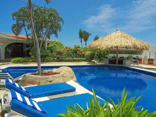 ACA -  LPMS4 - Cozy accommodations close to the action yet away from the crowds - Acapulco vacation rentals