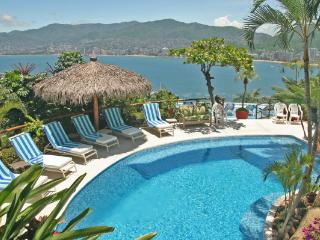 ACA - TPAL07 - Tropical ambiance, beautiful Bay views, easy access to night clubs and restaurants - Acapulco vacation rentals