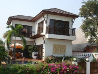 Villa with 3 bedrooms and pool - 300 m. to beach - Rayong vacation rentals