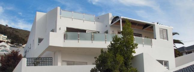 Front of house - 4 star modern villa, 4 bedrooms sea view, pool, - Cape Town - rentals