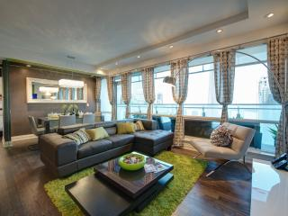 Book A 5 Star (1400 Sqft) Boutique Luxury in Heart of Entertainment Distt. ~ 2BR/2BA/WiFi/Office/Parking - Markham vacation rentals