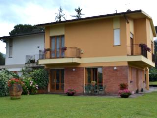 Ideal house to visit Tuscany between Lucca - Pisa - Lucca vacation rentals