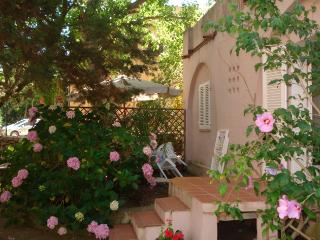 Cosy flat with a small garden close to the centre - La Maddalena vacation rentals