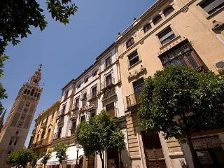 Colonial Apartment next to Cathedral 5 pax. - Seville vacation rentals