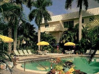 Walk to Beach, Shops and Restaurants - Fort Lauderdale vacation rentals