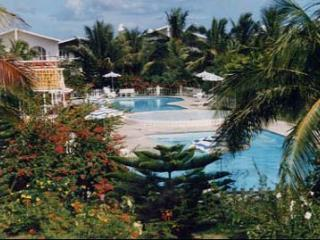 HOUSE IN RESIDENCE WITH 2 LARGE POOL (APPROVAL MINISTRY OF TOURISM MAURITIUS  No. 02471) - Port Louis vacation rentals