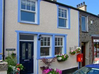 PENMAEN COTAGE, pet-friendly cottage with hot tub, patio, close sandy beach in Trefor Ref. 24258 - North Wales vacation rentals