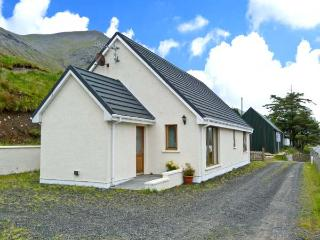 TIGH NA CREAG, detached, all ground floor, off road parking, in Portree, Ref 26278 - Broadford vacation rentals