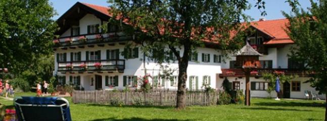 LLAG Luxury Vacation Apartment in Bad Feilnbach - 592 sqft, rustic, quiet, comfortable (# 4082) #4082 - LLAG Luxury Vacation Apartment in Bad Feilnbach - 592 sqft, rustic, quiet, comfortable (# 4082) - Bad Feilnbach - rentals