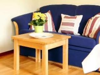 Vacation Apartment in Bad Feilnbach - 431 sqft, rustic, quiet, comfortable (# 4087) - Bad Feilnbach vacation rentals
