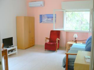 Bright rehavia 1 bedroom apt 4 - Jerusalem vacation rentals