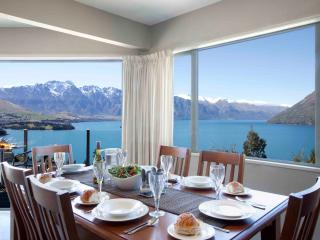 ALPINE VISTA , 3 LEVEL HOME WITH MAGNIFICENT VIEWS - South Island vacation rentals
