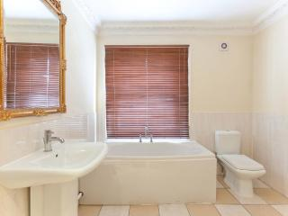 2 Kensington 1 bed room near shopping and Notting Hill - London vacation rentals