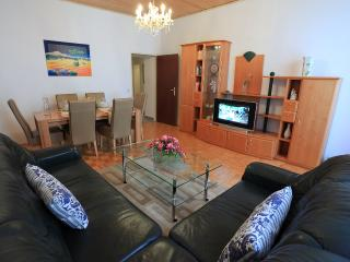 Cosy 2 Bedroom, Near Belvedere and Center!, Apt #6 - Vienna vacation rentals
