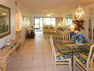 Gleneagles Condo unit in golf country area - Naples vacation rentals