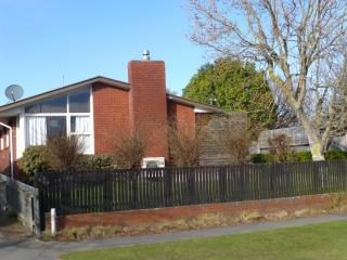 SUNNY CHRISTCHURCH HOUSE - Canterbury vacation rentals