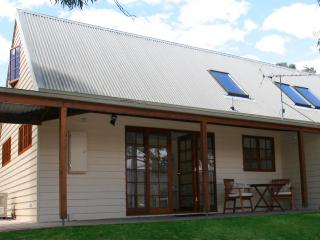 Otago Cottage, Hobart Cottage Accommodation - Hobart vacation rentals