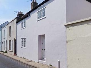SEASHELL COTTAGE, fisherman's cottage, woodburner, sea views, 30 yards from the beach, in Deal, Ref 25119 - Deal vacation rentals