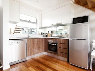Position Perfect - The Loft Brunswick - Melbourne vacation rentals