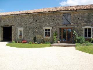 La Grange Modern Converted Barn Vanzay Deux Sevres - Exoudun vacation rentals